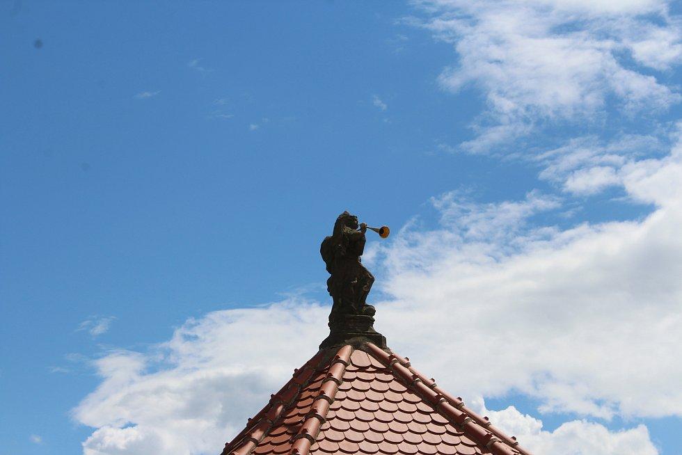 Minarević se se zájmem ptala i na nejmenší detaily o vesnici.