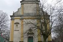 Kostel v Popovicích.