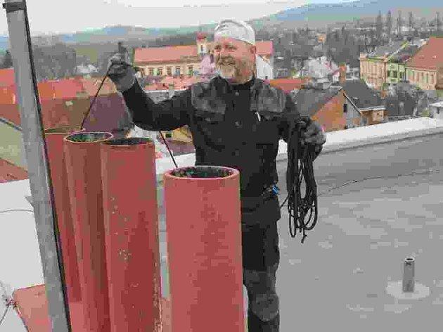 Milan Sytenský je kominíkem přes 40 let.