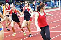 ŠTAFETA 4x400 metrů udělala tečku za sezonou. Jičínská děvčata zvítězila naprosto suverénně.