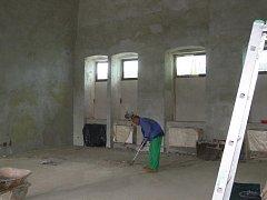 Z interiéru a oprav lomnického zámku.