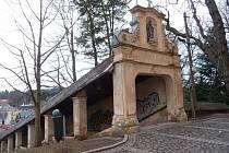 Z Nové Paky - klášterní schodiště.