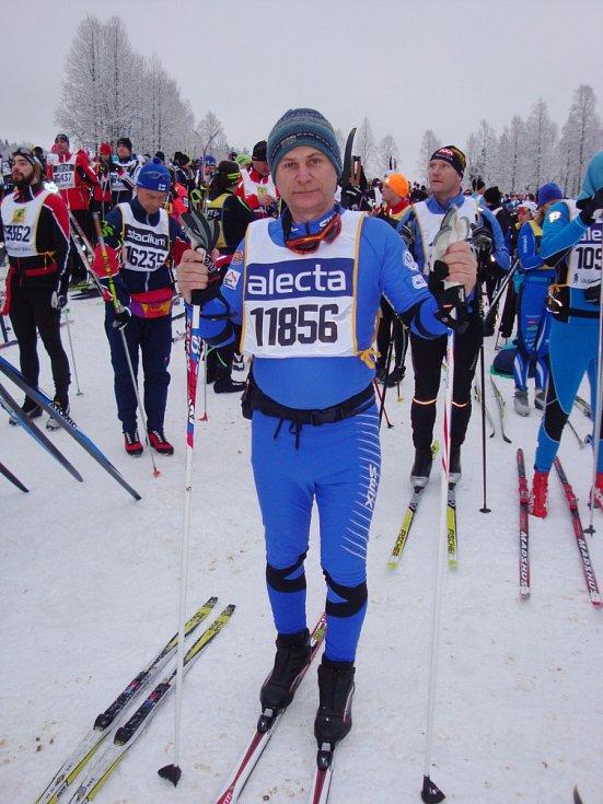 ORNITOLOG, ZOOLOG  a spisovatel Zdeněk Mrkáček (nar. 1956) se rozhodl splnit si sen. Ve Švédsku absolvoval Vasův běh, nejdelší běžkařský závod na světě.
