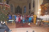 Vánoční zpívání v běcharském kostele.