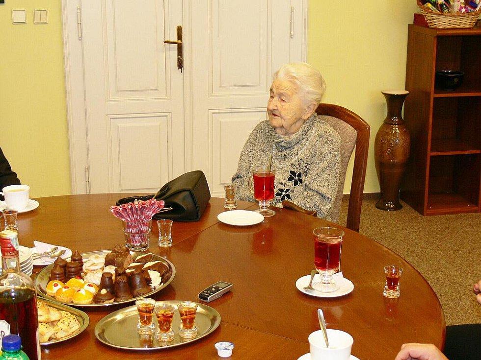 Paní Marie Fišerová z Hořic oslavila 107. narozeniny.