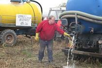 Zemědělci protestovali proti nízkým výkupním cenám mléka.