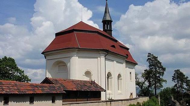 Kaple sv. Jana Nepomuckého.