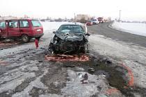 Střet dvou automobilů u Bílska.