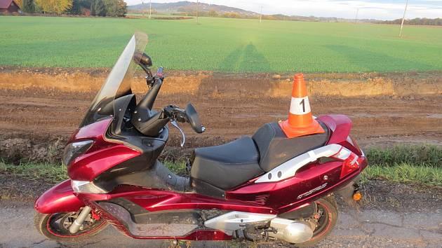 Muž byl opilý a bez dovolení si půjčil cizí motocykl. Jeho počínání teď řeší policie.