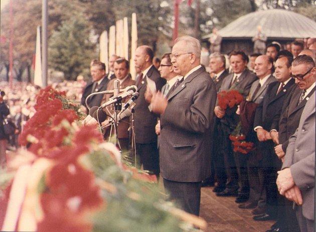 Gustáv Husák navštívil  podnik ZVÚ 17. února 1971 a pak Národní dožínky konané ve dnech  8.-10. září 1972, kdy zde byl v čele stranické a vládní delegace jako první tajemník ÚV KSČ.