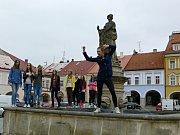 Dívkou roku 2007 se stala Martina Hollá (uprostřed) z Kynšperka nad Ohří.