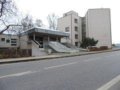 Vstup do budovy jičínského městského úřadu.