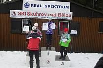 ELIŠKA PETERKOVÁ na nejvyšším stupni jako vítězka přeboru Královéhradeckého kraje v běhu na lyžích.