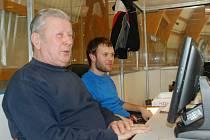 Na zdárném průběhu hokejové nereligy mají, vedle obslužného personálu a rozhodčích, podíl Karel Čejka, časomíra a zapisovatel, společně s ředitelem soutěže Janem  Hureiem.