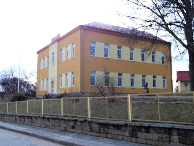 Lužanská málotřídní škola.