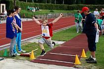 Skok daleký je součástí olympiády mateřských škol.