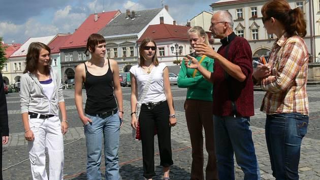 Navštivte Valdštejnský zámek, nádvoří, muzeum, oratoř i renesanční sklepy.