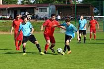 Miletín (v červeném) v posledním utkání skupiny porazil Hořice a postoupil do finále. V tom však o víkendu nestačil na Lomnici nad Popelkou a musel se spokojit s druhým místem.
