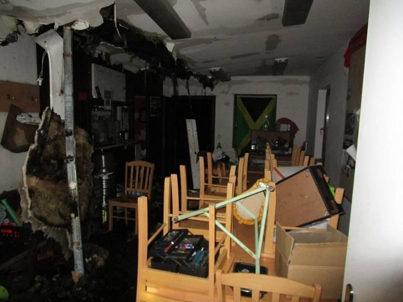 Následky požáru kiosku v Cerekvici nad Bystřicí