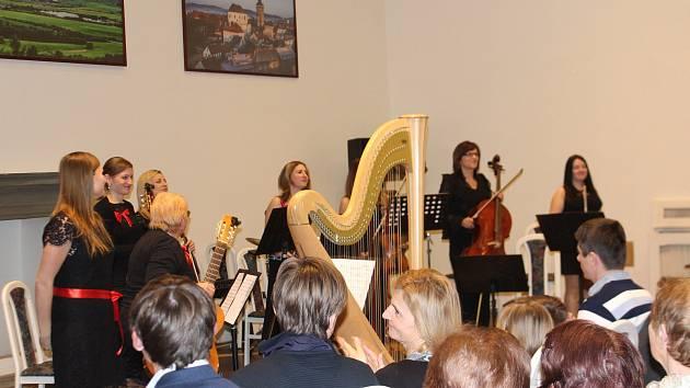 Koncert učitelů ZUŠ k 80. výročí školy v Porotním sále jičínského zámku.
