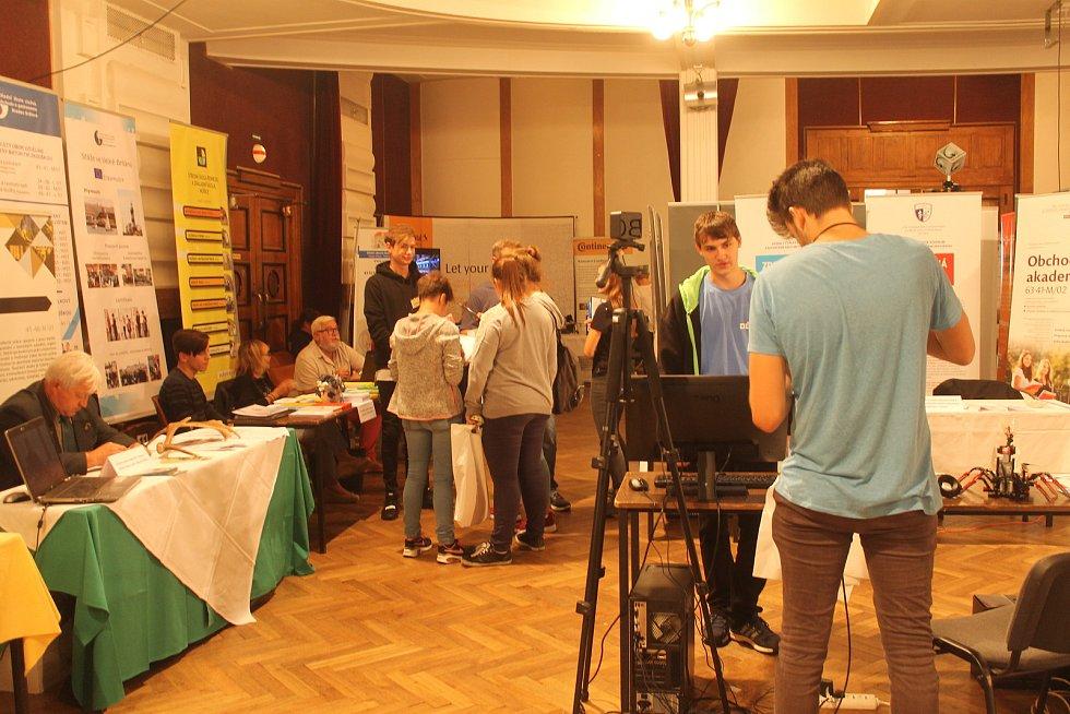 Prezentace středních škol a zaměstnavatelů v Masarykově divadle.