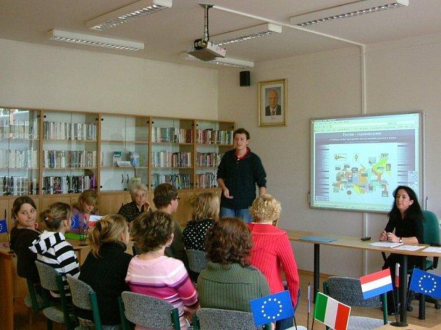Prezentace projektů na interaktivní tabuli.