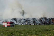 Požár stohu ve Starých Smrkovicích.