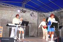 ABBA Revival koncertoval v areálu Valdštejnské lodžie v Jičíně - Sedličkách.