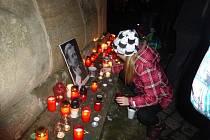 Jičíňáci si na tradičním místě u kašny připomněli výročí listopadových událostí.