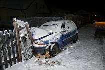 Nehoda fiatu v Popovicích.