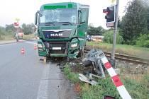 Nehoda nákladního auta v Ostroměři.