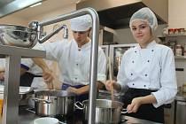 Mladí kuchaři ze slovenského Bardejova a z Nové Paky si vyměnili zkušenosti a změřili síly v rámci projektu Erasmus.