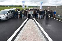 Od úterý dopoledne mohou auta jezdit po nové přeložce z Robous do Valdic.