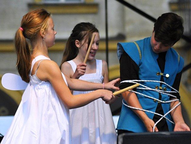 Tvořivé dílny pro děti jsou v rámci festivalu Jičín město pohádky rozmístěné po celém historickém centru.