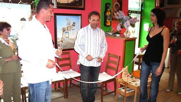 Starosta Pavel Šubr zahájil výstavu v galerii Kafebar.