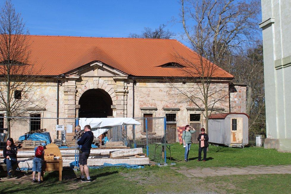I přes rekonstrukci je na lodžii o návštěvníky postaráno.