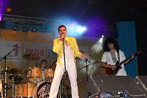 Z vystoupení Queen Revival v Jičíně.