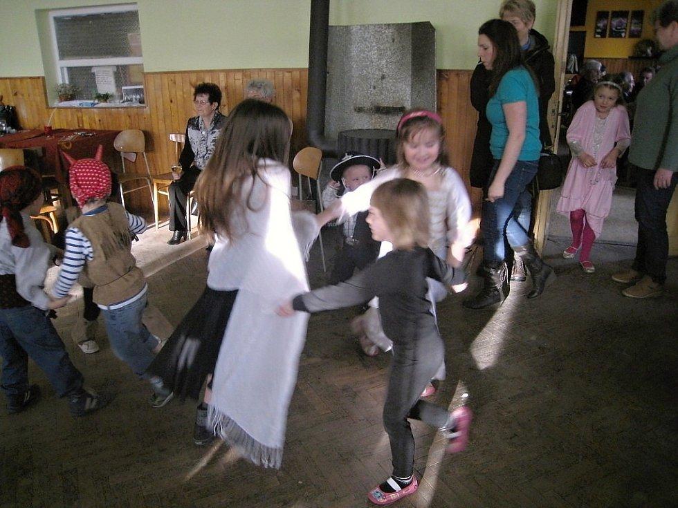 Dětský karneval ve Dřevěnici.