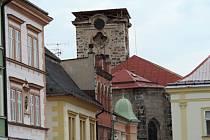 Jičínský kostel sv. Ignáce  bez věže, která je v rekonstrukci.