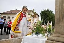 Slavnost Božího těla v Ostružně.