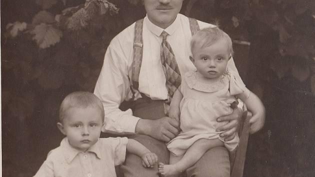 Richard Husch v dětství, s otcem, s otcem a  sestrou Ilonou a v době vojenské služby.