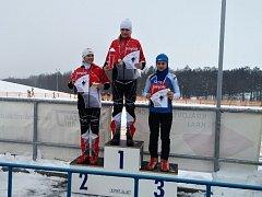 STUPNĚ VÍTĚZŮ. Na snímku situace po pohárovém závodě Královéhradeckého poháru, kde Eliška Peterková získala konečné druhé místo.