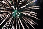 Závěrečný ohňostroj po festivalovém průvodu.