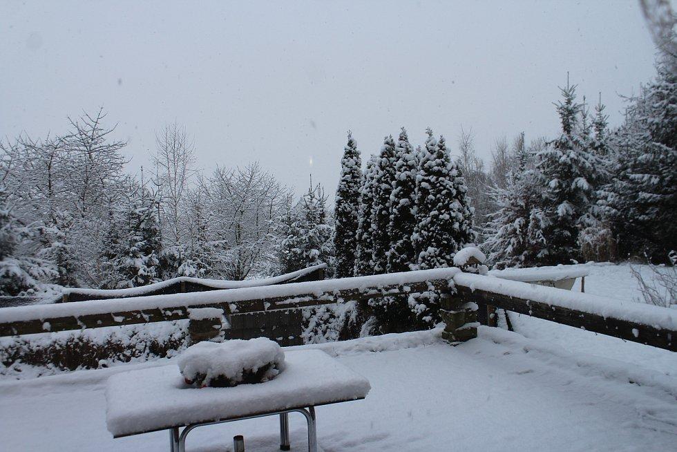 Také Jičínsko zasypal pořádný příval sněhu.