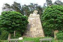 Konecchlumí: pomník lva Vilému Konecchlumskému.