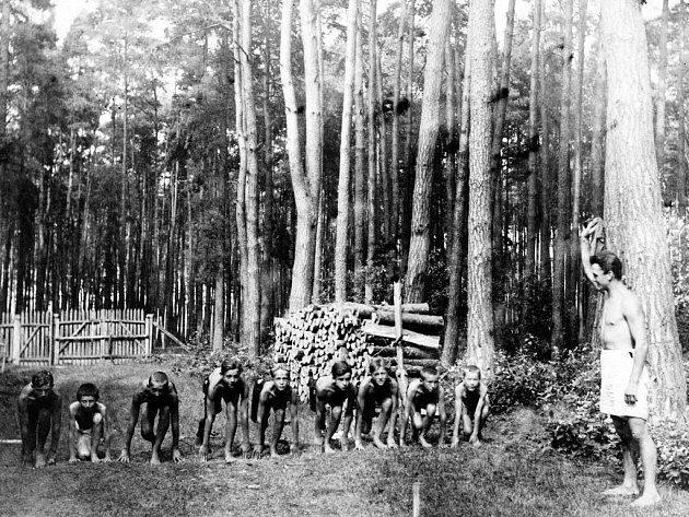 Jičínští skauti na táboře v Ledcích.