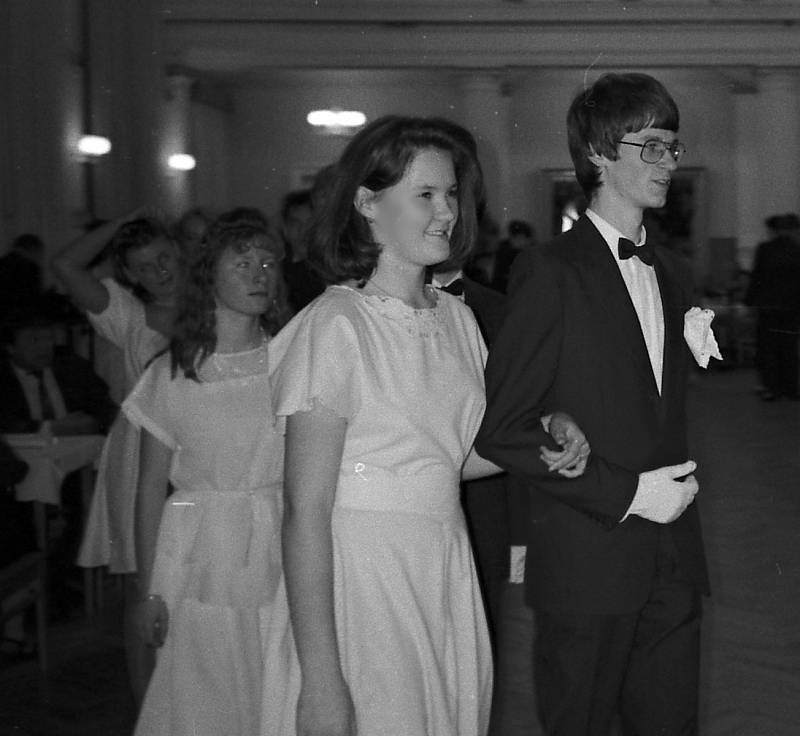 Taneční 1998 - promenáda.