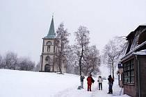 Turisté na zimní Zvičině.