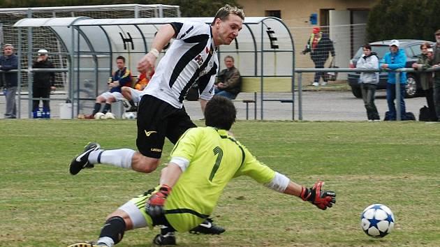 Jičínský brankář Michal Puš zabránil v 65. minutě ve skórování semilskému útočníkovi Martinu Havlovi po jeho úniku od poloviny hřiště. O pět minut později ale už domácí hráč skóroval.