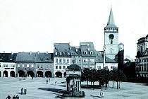 Jičínské náměstí hlídal až do roku 1894 Neptun, kterého zhotovili pravděpodobně v Hořicích. Od roku 1915 byla socha umístěna na vrchu Čeřovka.